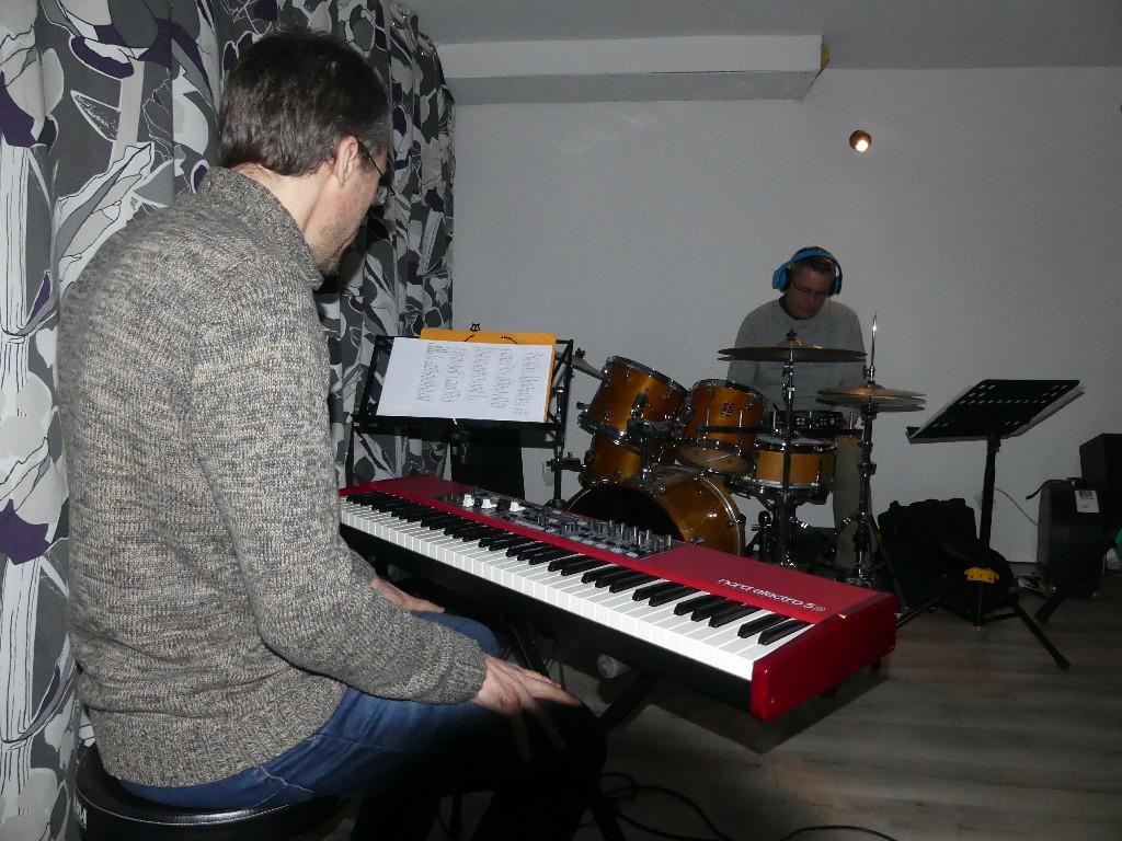Denis au clavier, Frédéric à la batterie